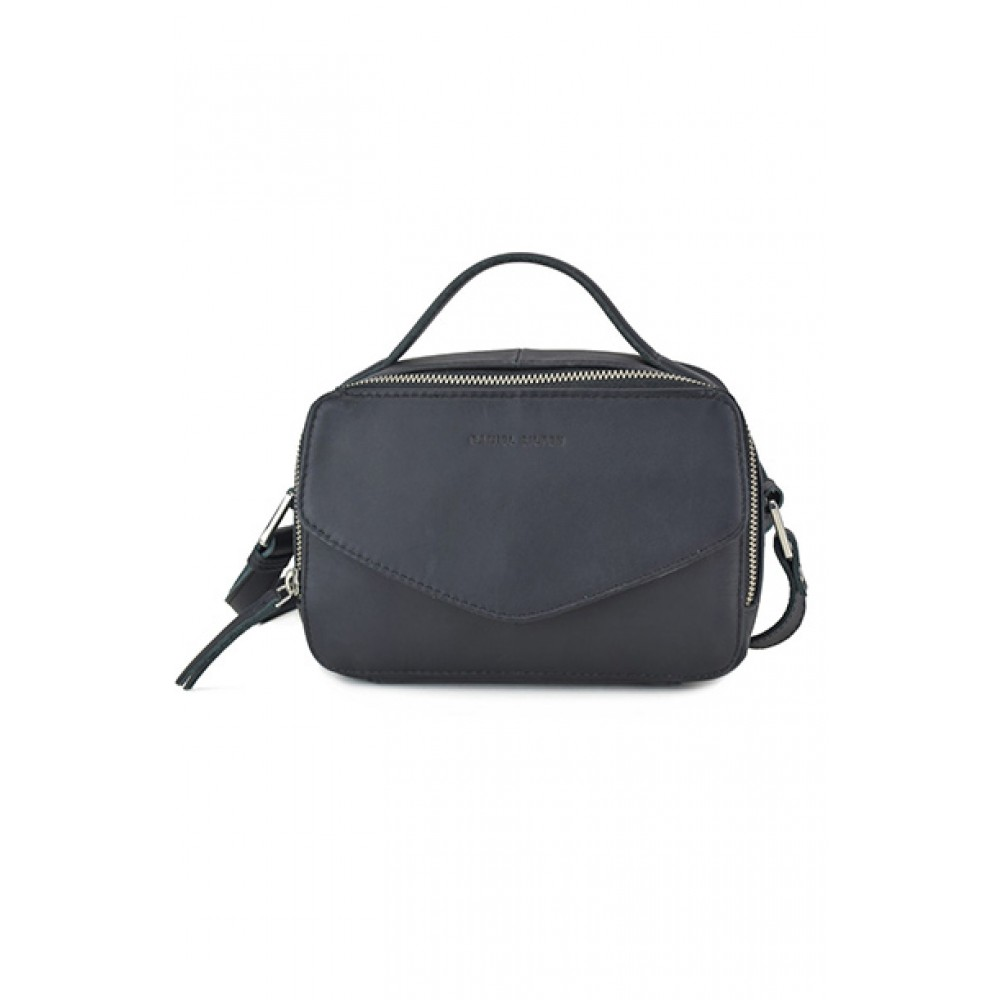 https://www.kysthuset.com/media/catalog/product/d/a/daniel_silfen_handbag_holly_black_513754_front.jpg